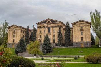 Выборы президента Армении пройдут в парламенте утром 2 марта