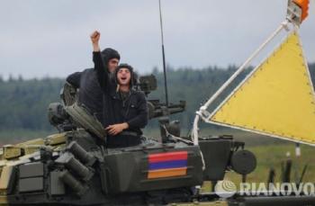 Экипаж армянского Т-72Б
