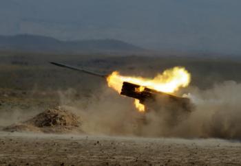 Установка залпового огня «Град» Армии обороны Арцаха калибра 122-мм ведет огонь на полигоне
