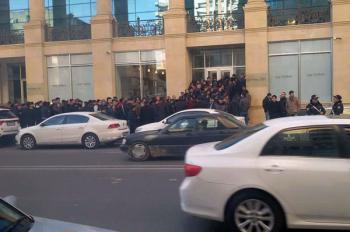 очередь в банк в Баку