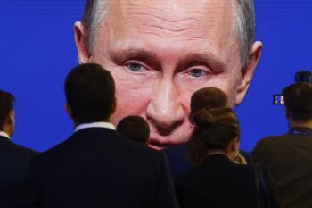 Путин приласкал россиян и показал зубы Западу