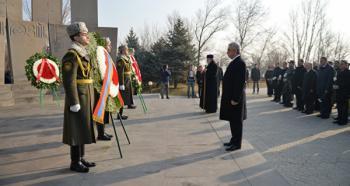Президент Армении отдал дань памяти защитникам независимости