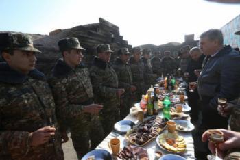 Карен Карапетян: Чиновники должны чувствовать ответственность перед солдатами
