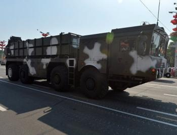 Просто так кататься не поедет: зачем глава Минобороны Азербайджана отправился в Минск