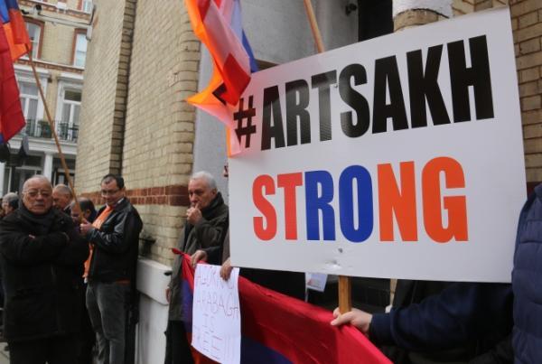 Армяне Лондона митингом ответили азербайджано-турецкой общине