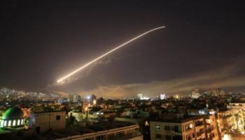 СМИ: ПВО Сирии отразила ракетные удары по аэродромам Шайрат и Думейр