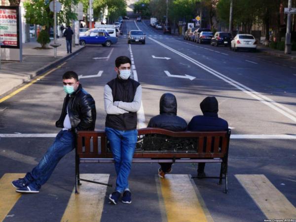 революция парни в масках