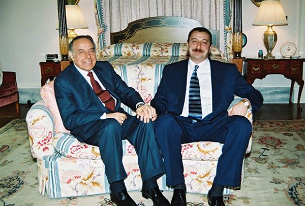Гейдар Алиев и Ильхам Алиев
