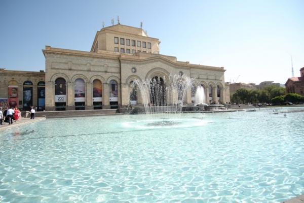 площадь Республики Ереван фонтаны