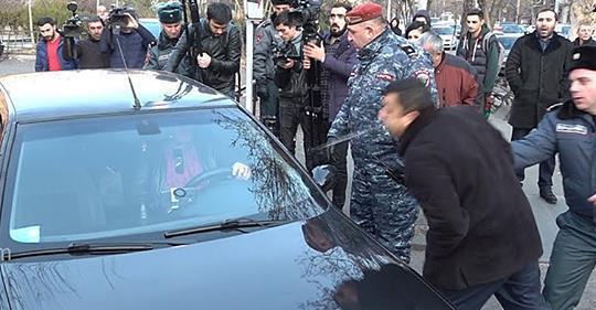 Автомобиль адвоката Арсена Мкртчяна