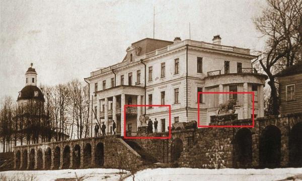львы Таманяна на фоне здания