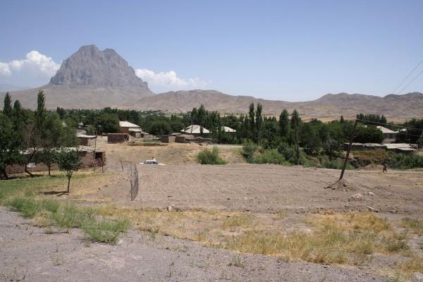 Место на котором ранее стоял храм Сурб Карапет Абракунис август 2005