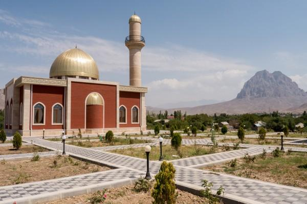 Мечеть открытая в 2013 году на месте средневекового храма Сурб Карапет в Абракунисе