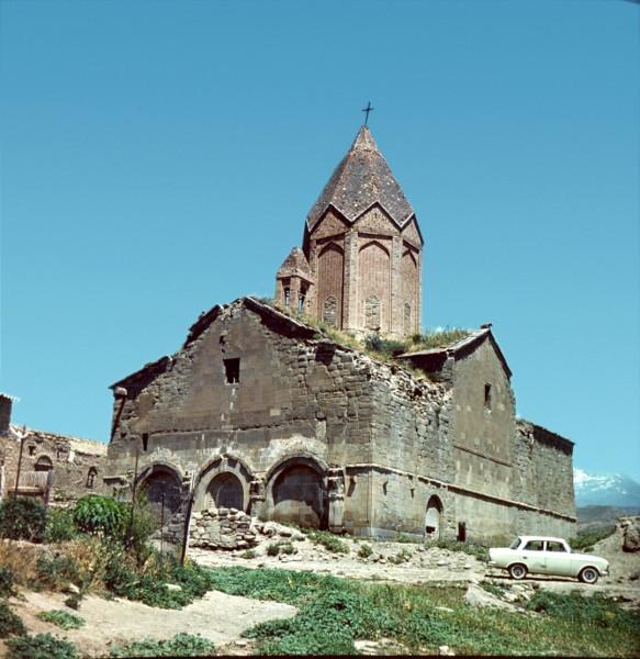 Церковь Сурб Акоп XII в. — самый большой храм Шорота