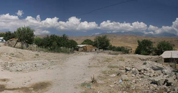 Никаких следов церкви Сурб Акоп и трех соседних храмов Шорота август 2005