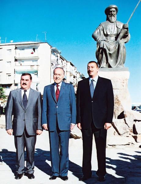 Слева направо Васиф Талибов Гейдар Алиев и Ильхам Алиев в Нахиджеване 1999 год