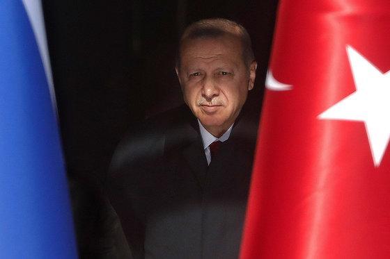 Турецкая вежливость с ятаганом на ремне и камнем за пазухой