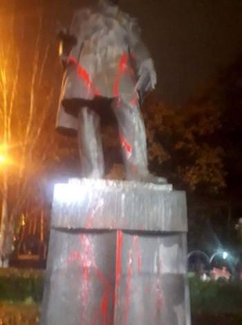вандализм Ереван памятник Грибоедову