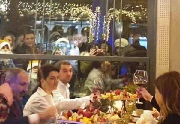Пашинян за столом Новый год