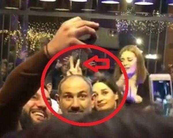 Никол Пашинян с рожками