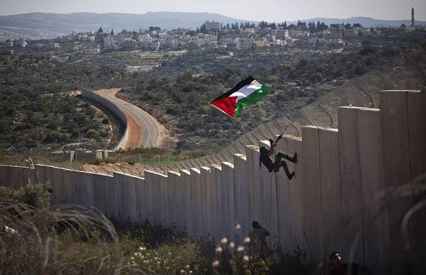 пограничная полоса между израильской территорией и Палестинской автономией