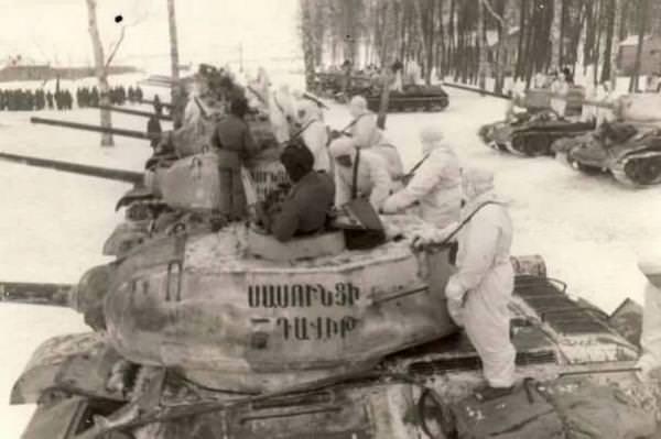 Танковая колонна Давид Сасунский