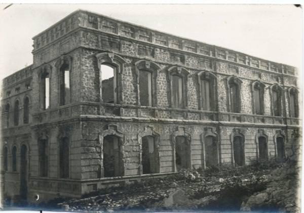 Здание епархиального училища после погрома 1920 г.