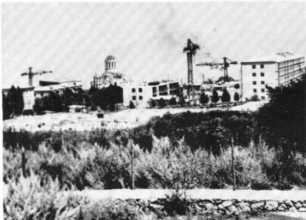 Строительство типовых домов для азербайджанских поселенцев вокруг храма Газанчецоц - начало 1970-х гг