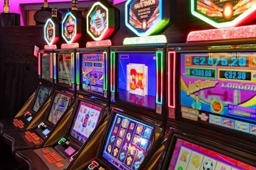 Играть на реальные деньги в игровые автоматы казино Вулкан онлайн — значит совместить истинное удовольствие от интересной игры и возможность увеличить свой капитал в несколько раз.Альметьевск