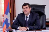 Вместо того, чтобы уйти в отставку, Араик Арутюнян выступает с требованиями