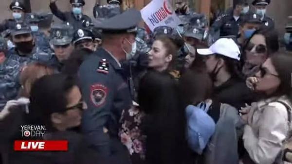 акция протеста Ереван женщины