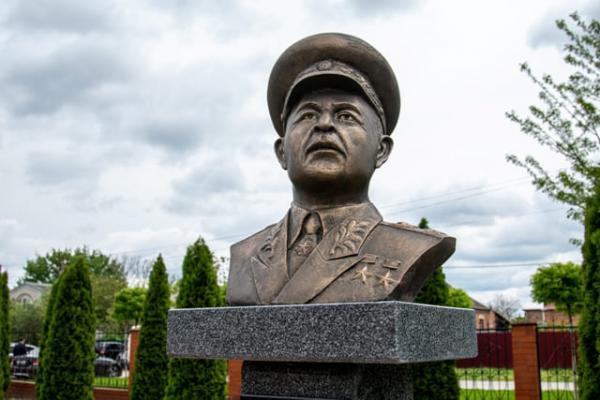 бюст маршала Баграмяна Славянск-на-Кубани