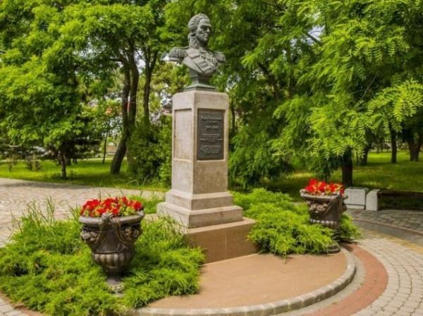 памятник Гудовичу в Анапе